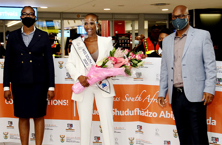 A great airport welcome for Miss South Africa  Shudufhadzo Musida